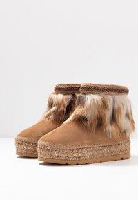Vidorreta - Winter boots - camel - 4