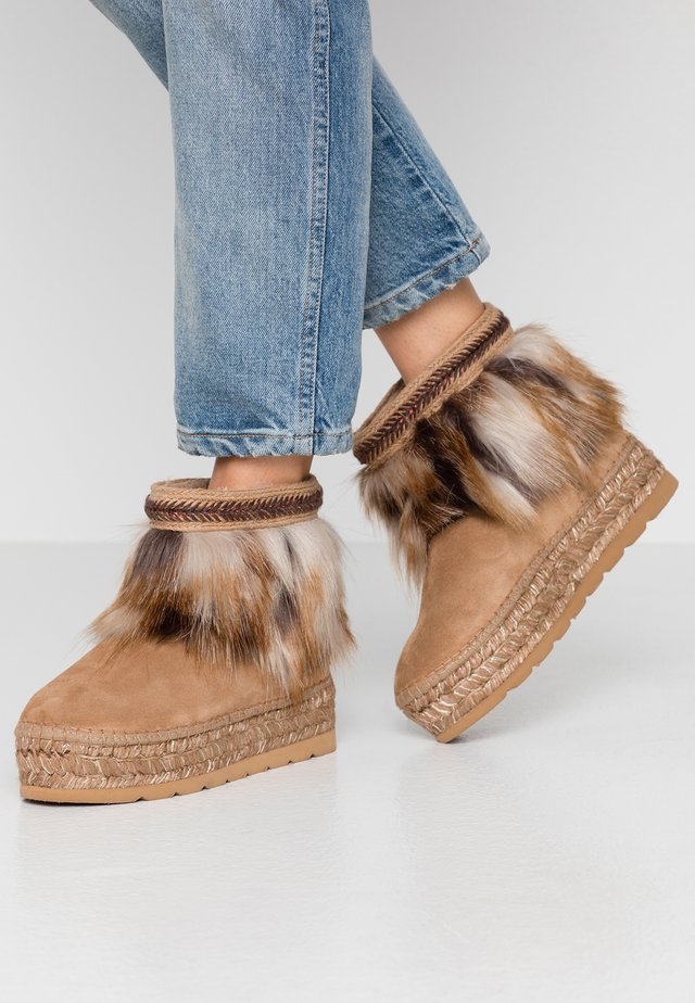 Winter boots - camel