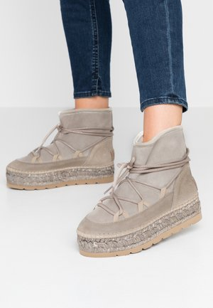Kotníkové boty na platformě - piedra