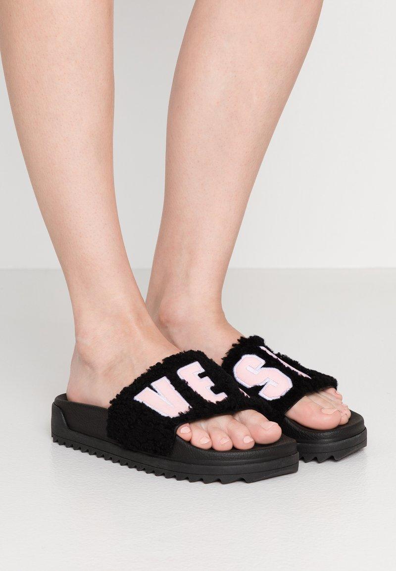 Versus Versace - Pantolette flach - black