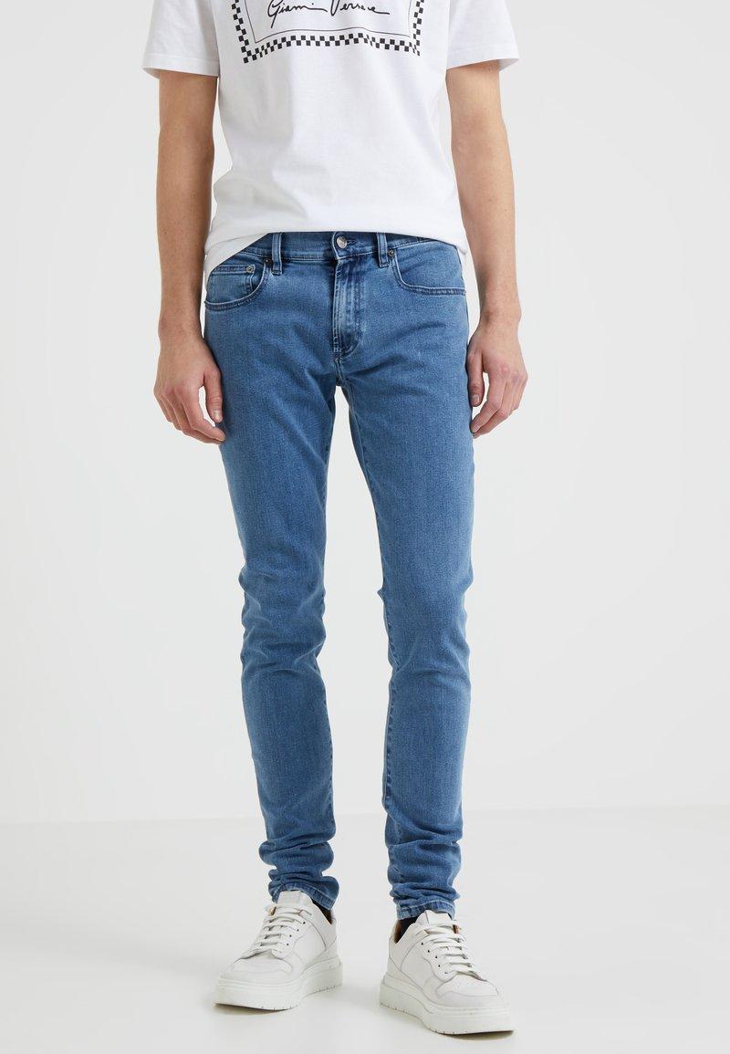 Versus Versace - PANTALONE UOMO - Slim fit jeans - medium blue