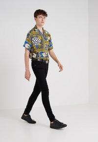 Versus Versace - PANTALONE  - Jeans Skinny - black - 1