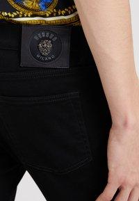 Versus Versace - PANTALONE  - Jeans Skinny - black - 3