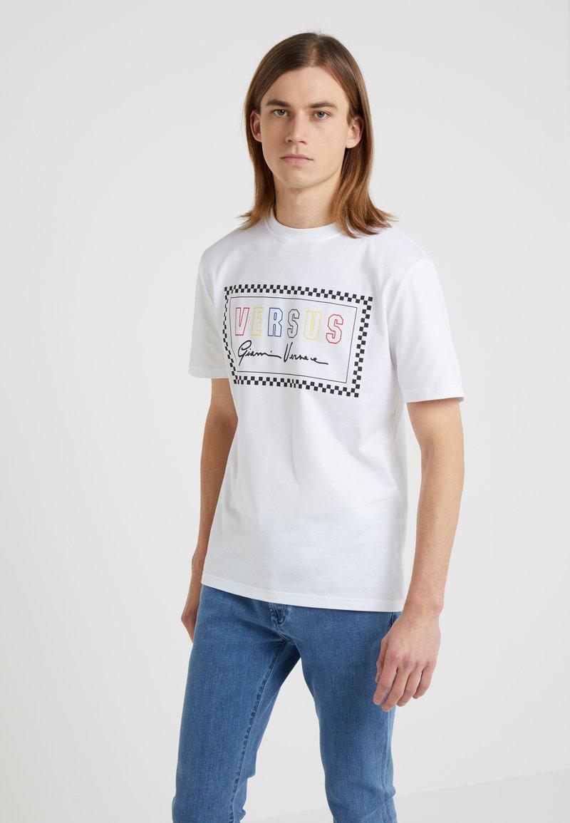 Versus Versace - SLIM FIT - Camiseta estampada - optical white