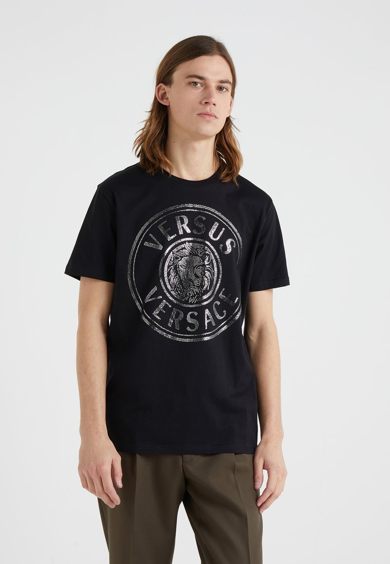 Versus Versace - REGULAR FIT - T-shirt imprimé - nero/argento