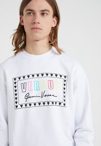 Versus Versace - SPORTIVO FELPA REGULAR FIT UOMO - Sweater - optical white - 4