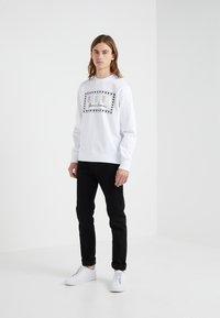 Versus Versace - SPORTIVO FELPA REGULAR FIT UOMO - Sweater - optical white - 1