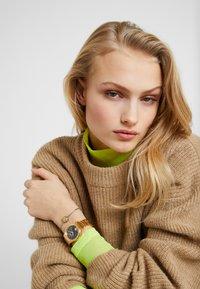 Versus Versace - MOUNT PLEASANT BOX SET - Horloge - gold-coloured - 0