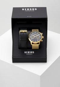 Versus Versace - EUGENE SET - Montre à aiguilles - gold-coloured/black - 0