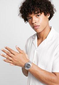 Versus Versace - RUE OBERKAMPF - Horloge - silver-coloured - 0