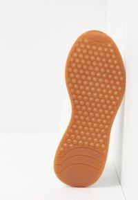 Vero Moda - VMALMA  - Sneakers - snow white - 6