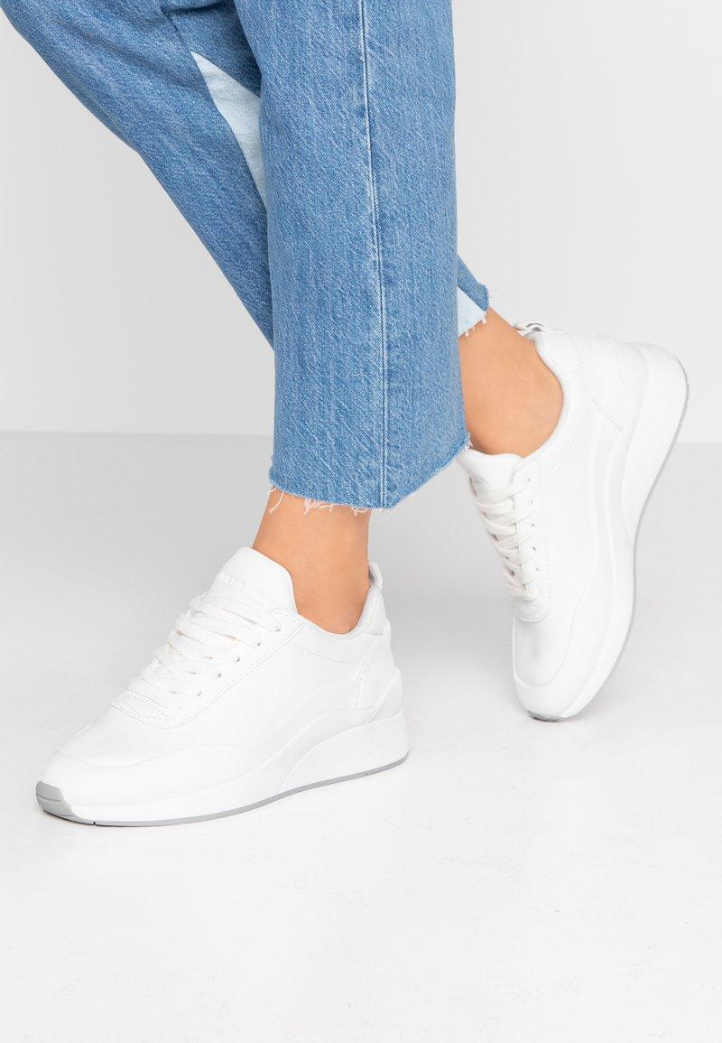 Vero Moda - VMALMA  - Sneakers laag - snow white