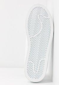 Vero Moda - VMCELINA - Sneaker low - snow white/black - 6