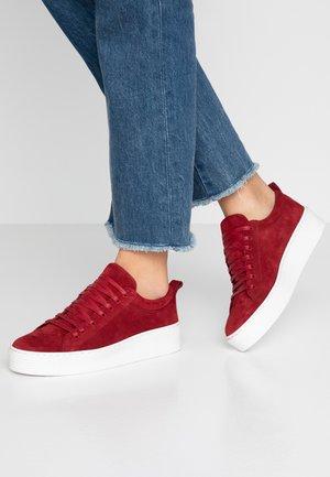 VMHELLA - Sneakers - madder brown