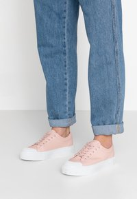 Vero Moda - VMSIMONE - Trainers - misty rose - 0
