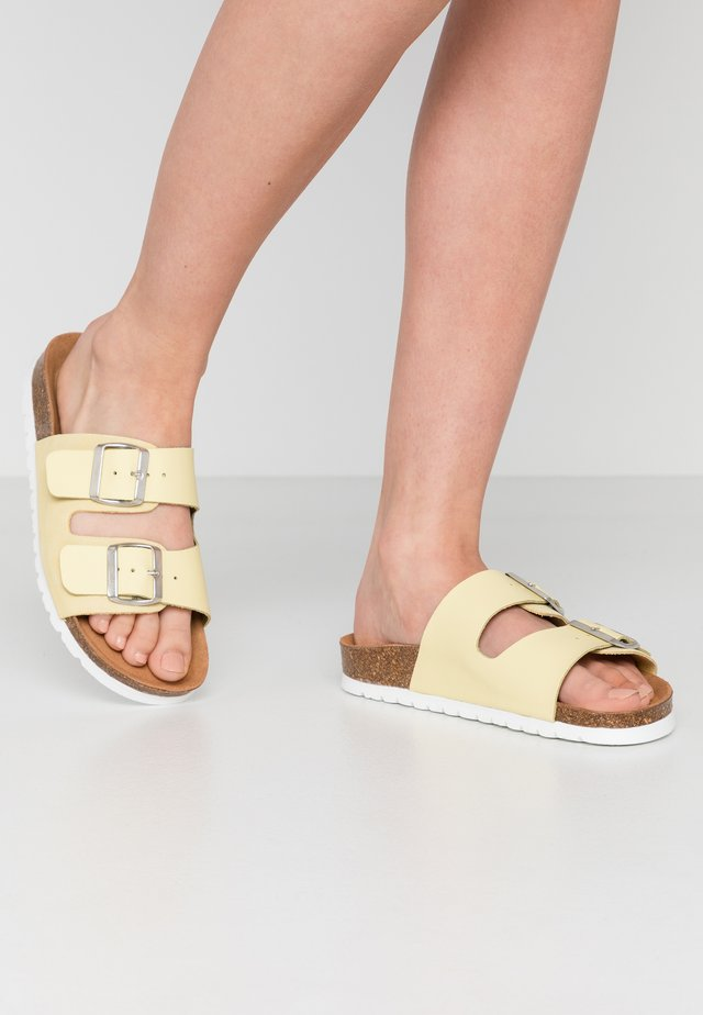 VMCARLA - Slippers - pale banana/silver