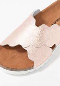 Vero Moda - VMVIOLA  - Pantofle - rose gold - 2