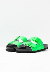 Vero Moda - VMLUNA - Mules - neon green - 4