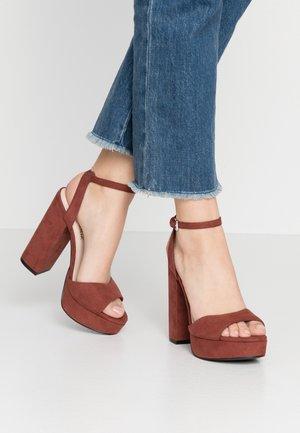 VMCLOVER  - Sandalen met hoge hak - sable