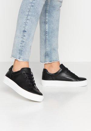 VMANA WIDE FIT - Sneakers laag - black