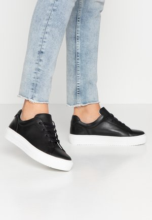 VMANA WIDE FIT - Sneakers basse - black