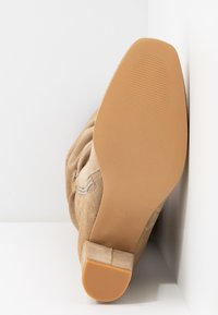 Vero Moda - VMBIA BOOT - Kozaki - beige - 6