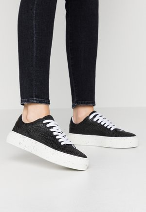 VMEMMIE  - Trainers - black