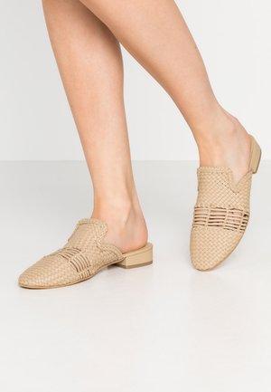 VMFELIA MULE - Pantofle - beige