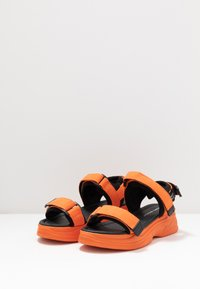 Vero Moda - VMBENILLA - Platform sandals - coral/rose - 4