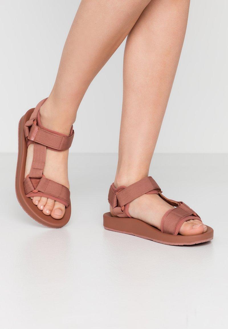 Vero Moda - VMMARY  - Walking sandals - marsala
