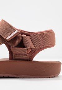 Vero Moda - VMMARY  - Walking sandals - marsala - 2