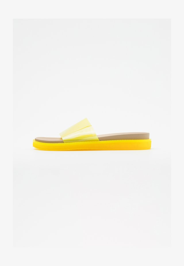 VMTILLA SLIDER - Sandaler - pale banana