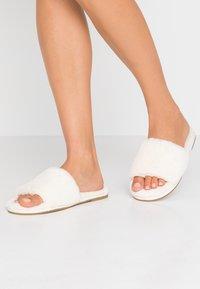 Vero Moda - VMCATALINA  - Domácí obuv - pristine - 0
