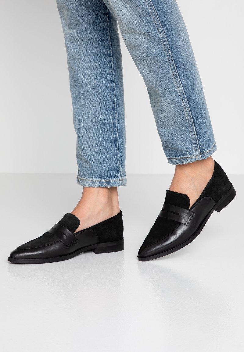 Vero Moda - VMTRINE LOAFER - Nazouvací boty - black