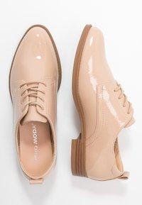 Vero Moda - VMANNELI SHOE - Zapatos de vestir - nude - 3