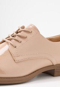 Vero Moda - VMANNELI SHOE - Zapatos de vestir - nude - 2
