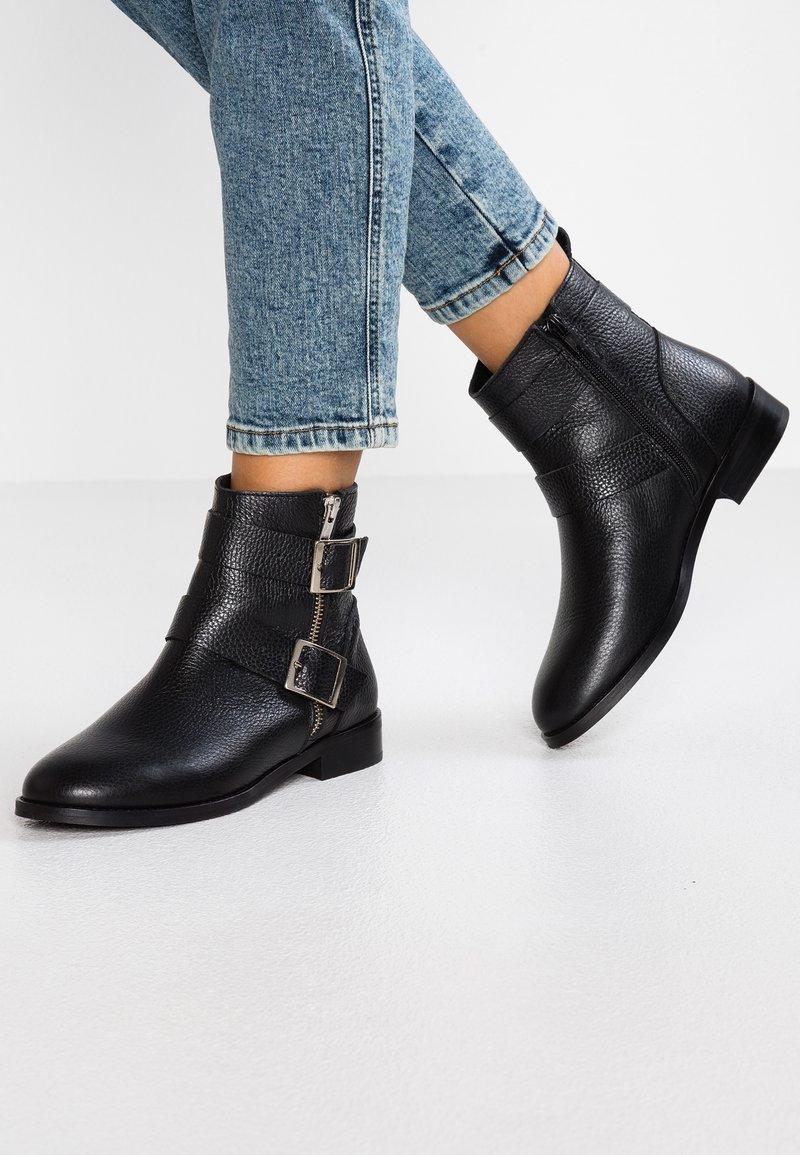 Vero Moda - VMSINO BOOT - Cowboy/biker ankle boot - black