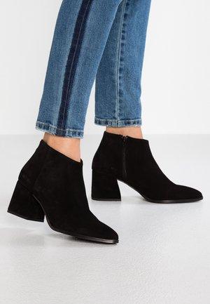 VMRONJA - Kotníková obuv - black