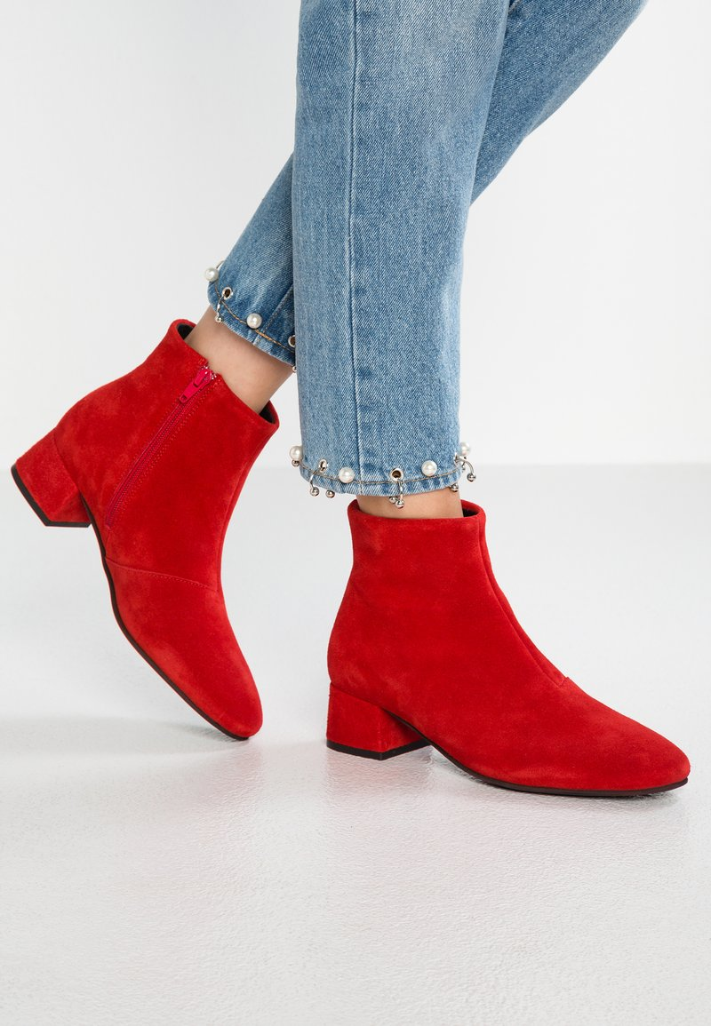 Vero Moda - VMELLEN - Ankle boots - fiery red