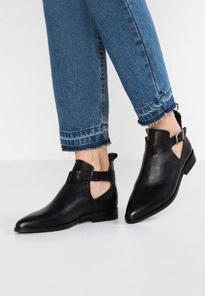 VMLECIA - Kotníková obuv - black