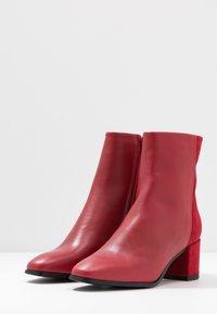 Vero Moda - VMKILAEA BOOT - Støvletter - chinese red - 4