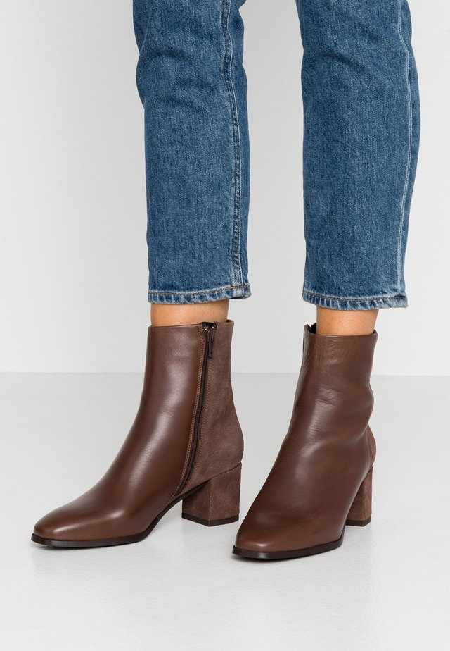 VMKILAEA BOOT - Classic ankle boots - coffee bean