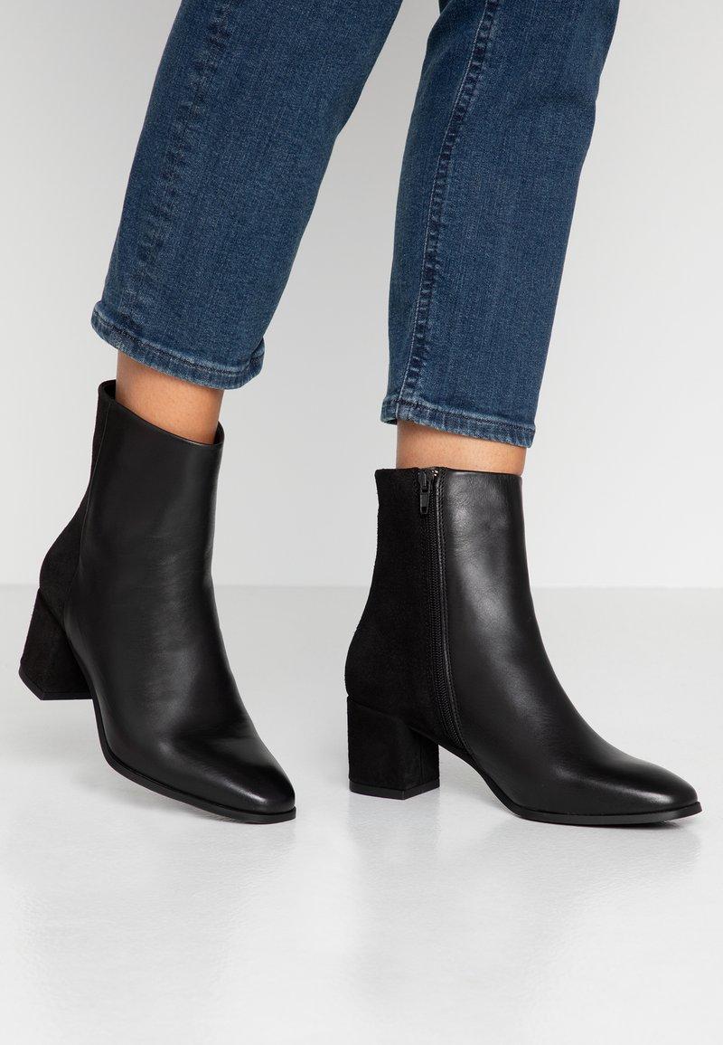 Vero Moda - VMKILAEA BOOT - Stiefelette - black