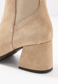 Vero Moda - VMJOY BOOT - Støvletter - beige - 2
