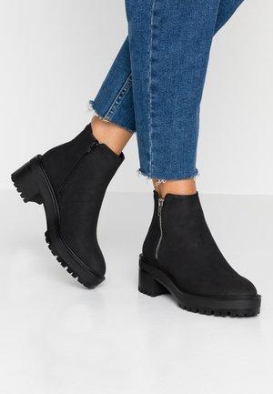 VMFELIA - Kotníková obuv - black