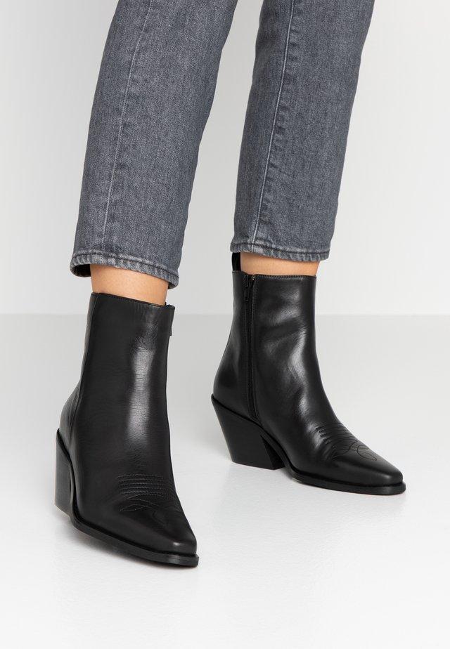VMPALA BOOT - Cowboy/biker ankle boot - black