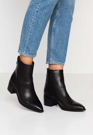 VMREGINA BOOT - Classic ankle boots - black