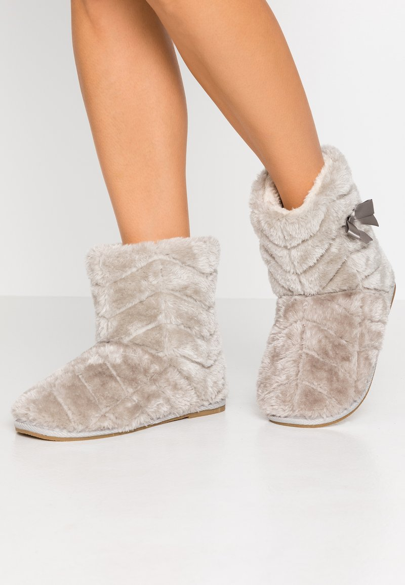 Vero Moda - VMBENA BOOT - Slippers - rise