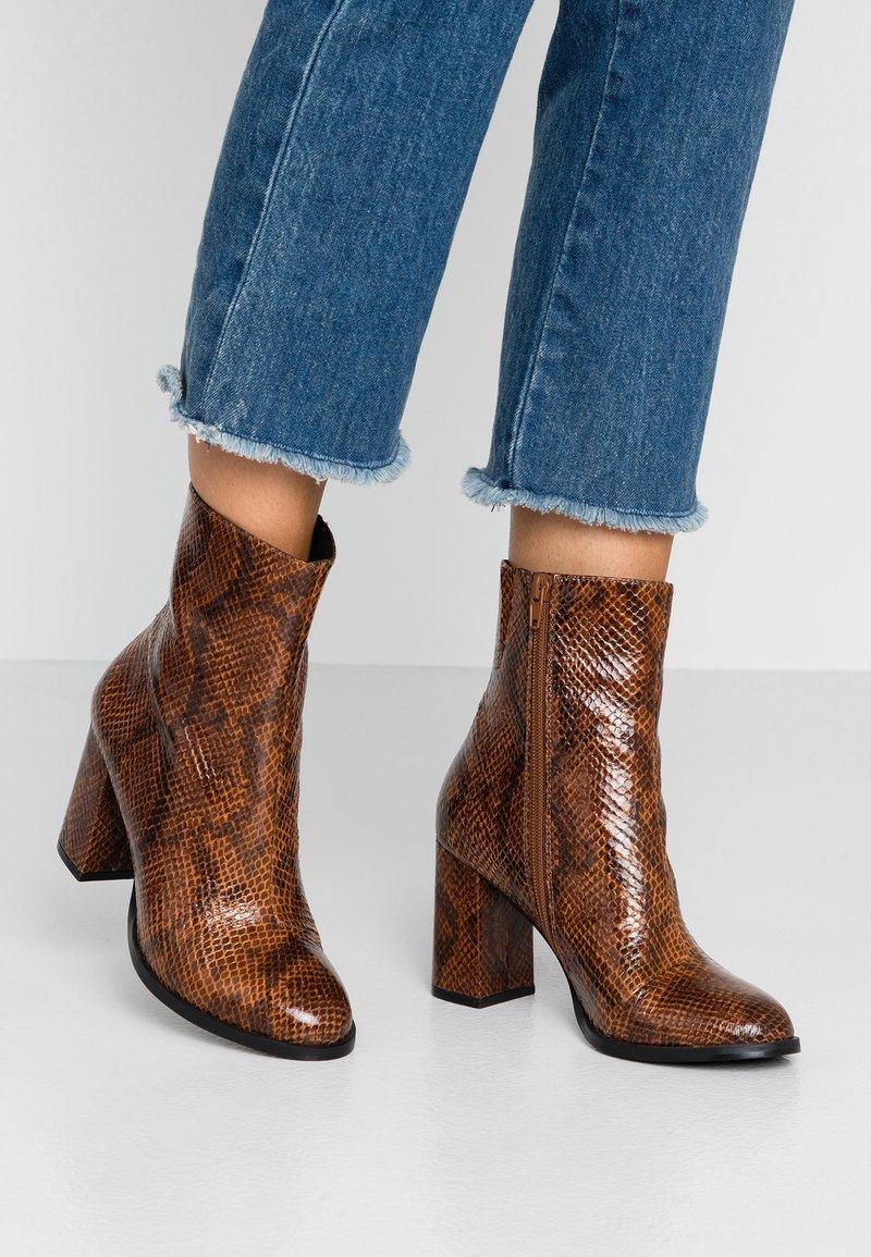 Vero Moda - VMNELE BOOT - Classic ankle boots - cognac