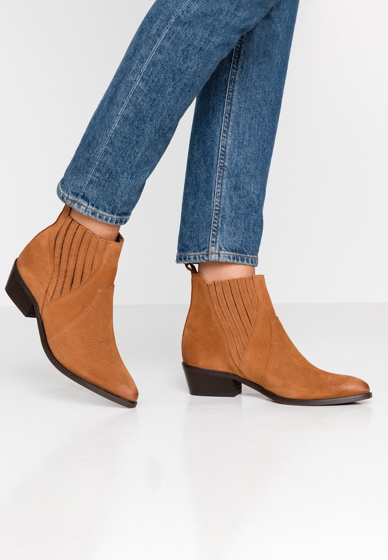 Vero Moda - VMMALENE - Ankle Boot - cognac